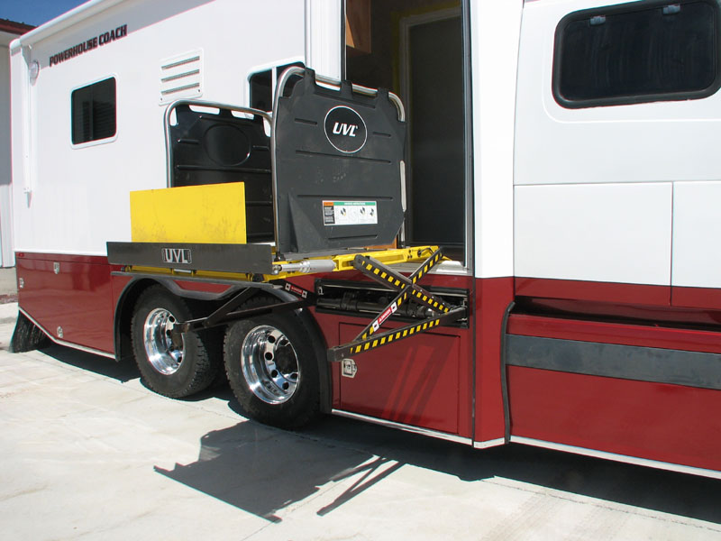 Luxury Motor Coach - New Quad Slide For 2007 With 400 Square Feet Of Luxury